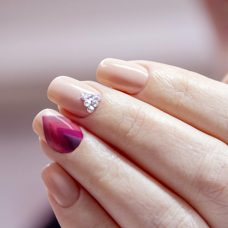 Nail art unghie brillantini