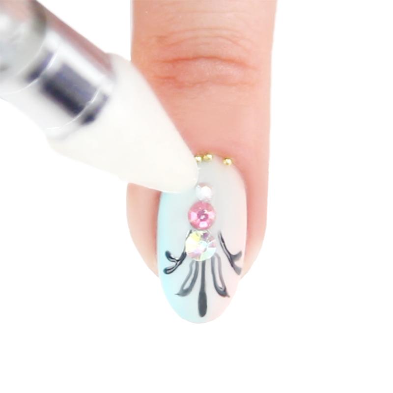 come mettere brillantini sulle unghie